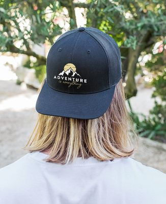 Casquette trucker Adventure is everything (brodé)