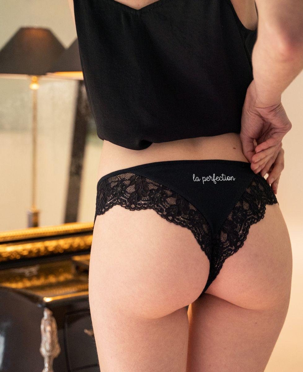 Culotte tanga La perfection (brodé à l'arrière)